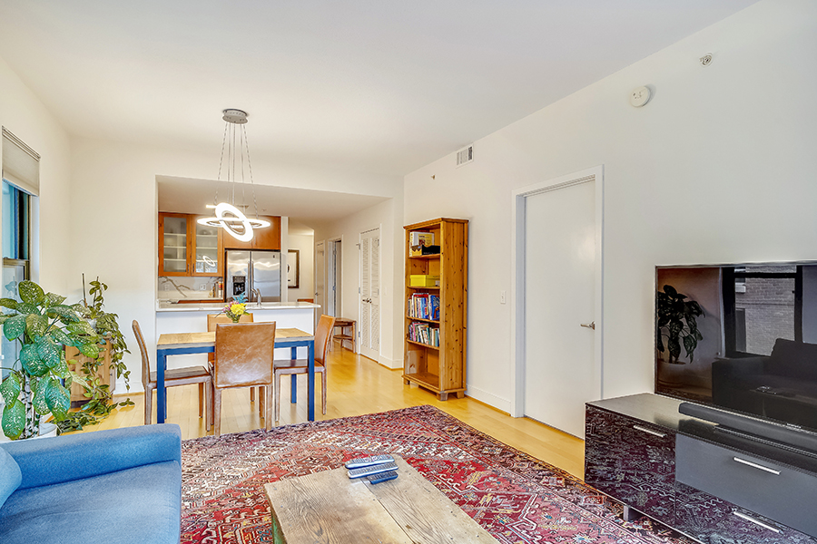 910 M Street NW,Washington,District Of Columbia 20001,2 Bedrooms Bedrooms,1 BathroomBathrooms,Condominium,The Whitman,M Street ,4,1055