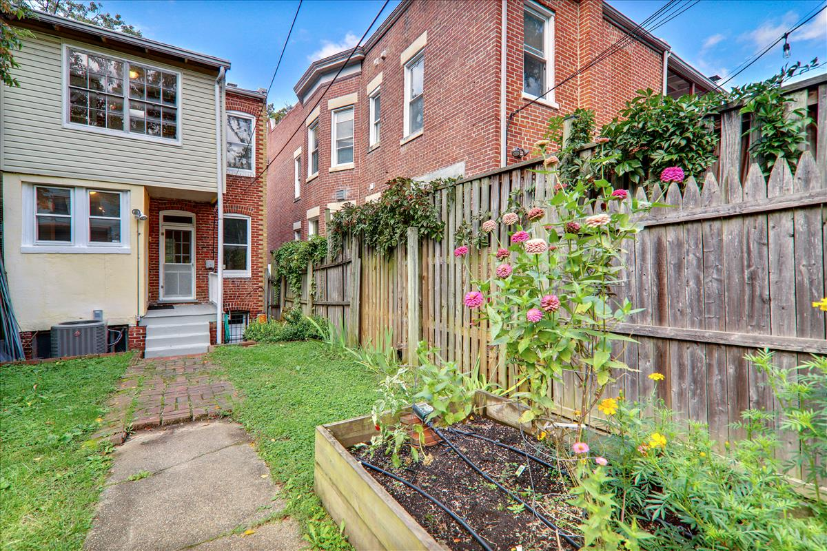 3427 Oakwood Terrace NW,Washington,District Of Columbia 20010,3 Bedrooms Bedrooms,2 BathroomsBathrooms,Single Family Home,Oakwood Terrace,1058