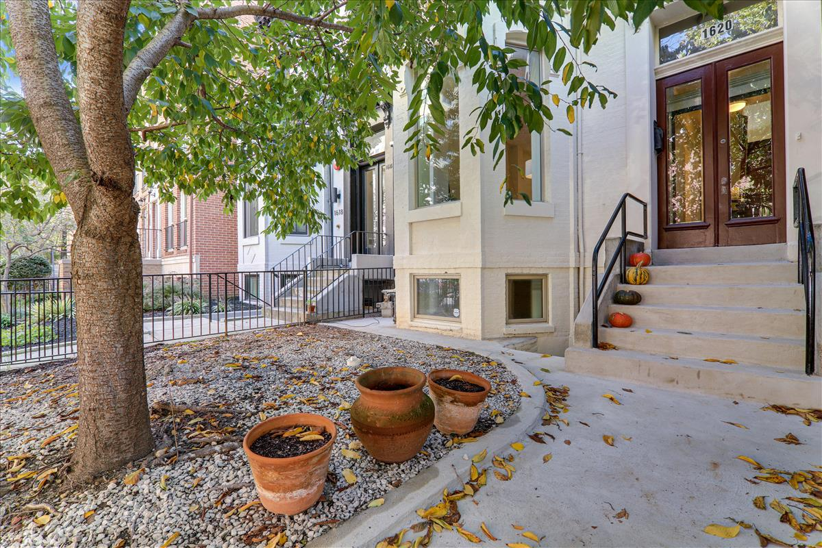 1620 Q Street NW,Washington,District Of Columbia 20009,4 Bedrooms Bedrooms,3 BathroomsBathrooms,Single Family Home,Q Street,1059